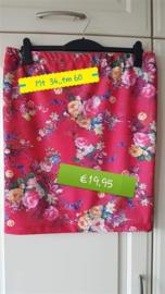 Bloemen rokjes maat 34.... tm 62    in  6  verschillende stofjes