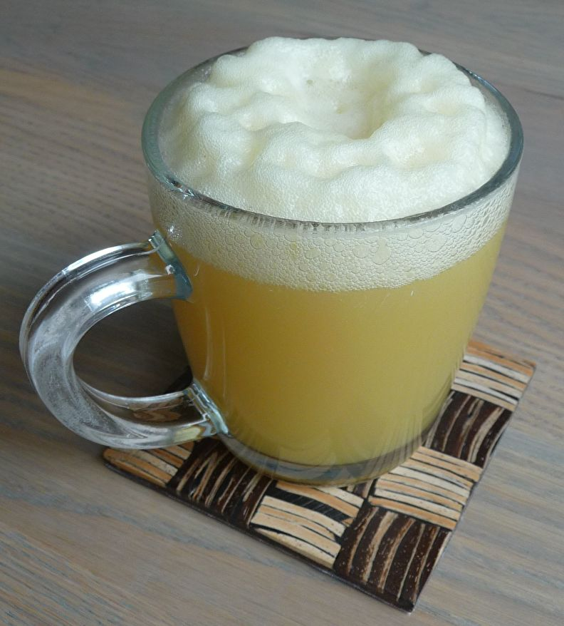Tweede fermentatie van waterkefir met annanassap.