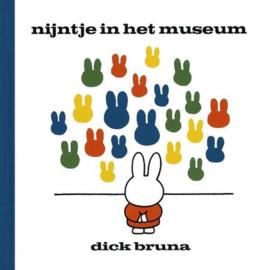 CBC-Bruna-Nijntje in het museum-White