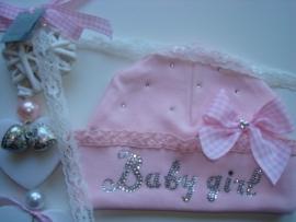 Babymutsje voor meisje compleet