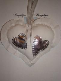 Wit hart met zilveren hartjes