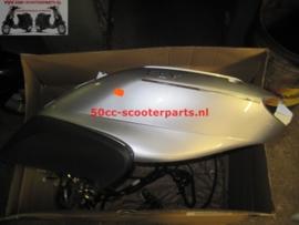 Zijscherm links achter Piaggio Fly zilver origineel 621986 gebruikt
