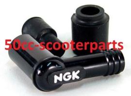 Bougiedop NGK LB05E Piaggio 4-takt 2 kleps (bougie met dopje) 120402