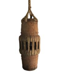 Hanglamp gemaakt van oud karrenwiel