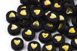Zwarte kralen met gouden hartjes per 10 stuks