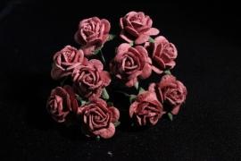 WILD ORCHID CRAFTS - MULBERRY PAPER OPEN ROSES 15 mm Mahogany - bosje met 10 stuks