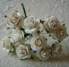 WILD ORCHID CRAFTS - MULBERRY PAPER OPEN ROSES 15 mm White - bosje met 10 stuks