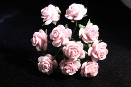 WILD ORCHID CRAFTS - MULBERRY PAPER OPEN ROSES 15 mm - Pink Mist - bosje met 10 stuks