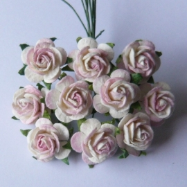 WILD ORCHID CRAFTS - MULBERRY PAPER OPEN ROSES 15 mm 2-tone Ivory / Pale Pink - bosje met 10 stuks