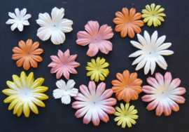 WILD ORCHID CRAFTS - MULBERRY PAPER BLOOMS - 20 stuks Assorti PEACH/YELLOW/WHITE TONE  2 cm - 5 cm