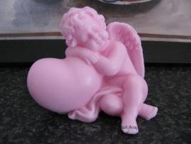 Engel leunend op hart