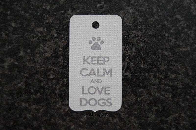 Label Keep calm and love dogs