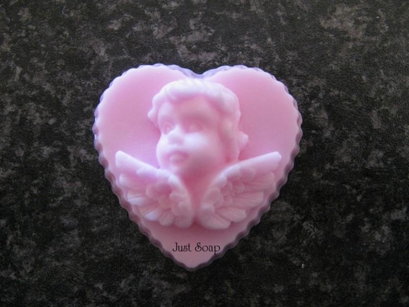 Engeltje op hart 2