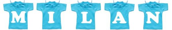 Waslijn van mini t-shirts met de naam van de baby