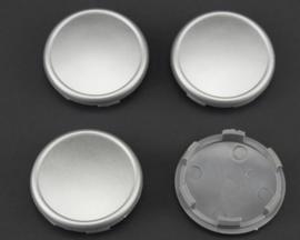 Set van 4 zilvergrijze naafdoppen, buitenmaat doorsnede 59,5 mm en klemmaat 55 mm