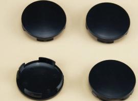 Set van 4 licht gebolde zwarte naafdoppen, buitenmaat doorsnede 54 mm en klemmaat 51 mm