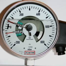 contact manometer -200 +800 mbar
