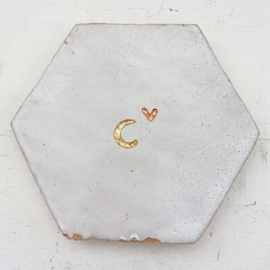Tegeltje tegeltje aan de wand - i love you to the moon and back grote hexagon wit 01