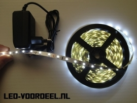 Led strip 5 meter Helder wit + Voeding + Plug