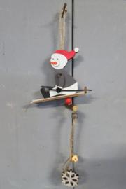 Sneeuwpop decoratie op slee 18 cm