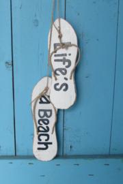 Slippers  met de tekst life's a beach