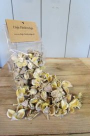 Cotton pods 35 gram (nr 56) naturel met een vleugje geel