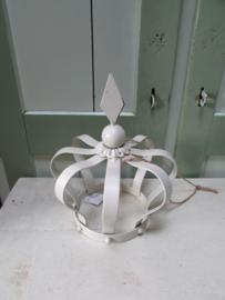 Kroon van metaal, 23 cm hoog (creme/wit)