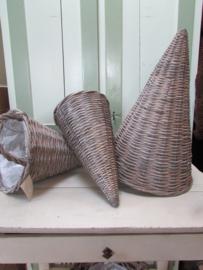 Set rieten manden voor aan de wand