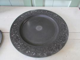 Onderbord 33 cm donker grijs met decoreerde rand