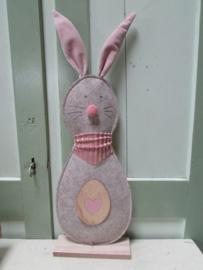 Haas Freddy van stof grijs/bruin met roze 42 cm