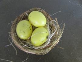 Nestje 5,5 cm met gele eitjes