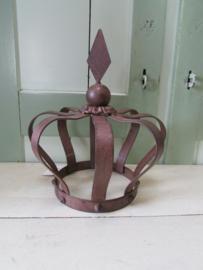 Kroon van metaal, roest bruin, 23 cm hoog