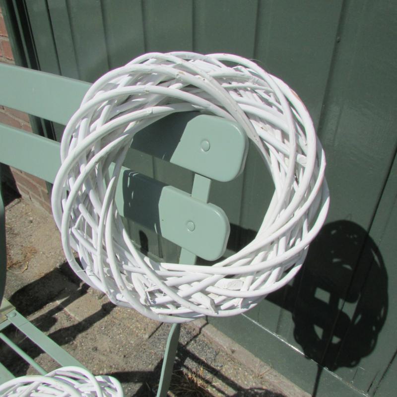 Krans van riet,  wit 25 cm