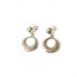 Oorbellen zilver/  gehamerde zilveren oorbellen
