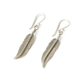 Oorhangers veertjes zilver/ oorbellen zilveren veertjes