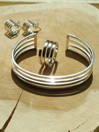Zilveren opengewerkt set, armband, ring en oorbellen
