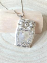 Zilveren tondeldoos,  gedenksieraad, zilveren bloem, zilveren hanger groot