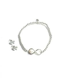 Armband infinity met parel elastiek, lemniscaat