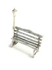 Miniatuur bankje met lantaarnpaal poppenhuis