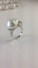 Zilveren ring met Barok parel
