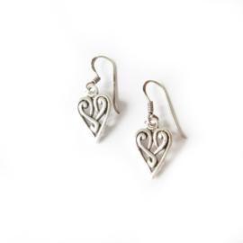 Oorhangers hartjes zilver / zilveren hartjes oorbellen