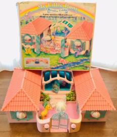 speelstal, compleet , met figuurtjes 1986 My little pony