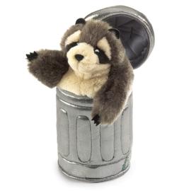 2321 Wasbeer in vuilnisbak