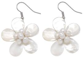 Zoetwater parel oorbellen met parelmoer White Shell Flower White Pearl
