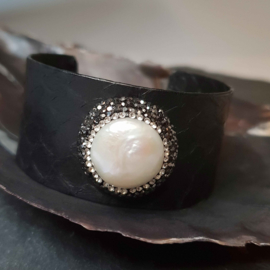 Zoetwater parel armband Bright One Coin Pearl Black Leather