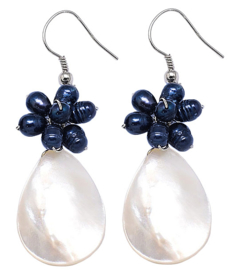 Zoetwater parel oorbellen Prussian Blue Pearl White Shell