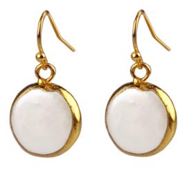 Zoetwater parel oorbellen One Gold Coin Pearl