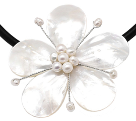 Zoetwater parelketting met parelmoer Big Flower Pearl