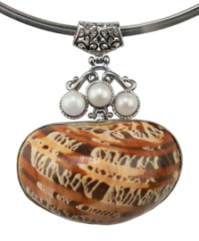 Zoetwater parelketting met schelp Three Pearl Brown Shell