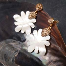 Parelmoeren oorbellen Bright Sunny Flower